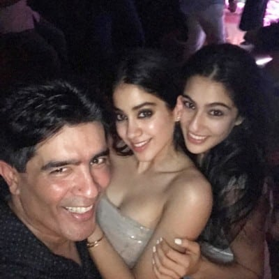 Jhanvi-Kapoor-with-Manish-Malhotra-and-Sara-Ali-Khan-at-Karan-Johar-birthday