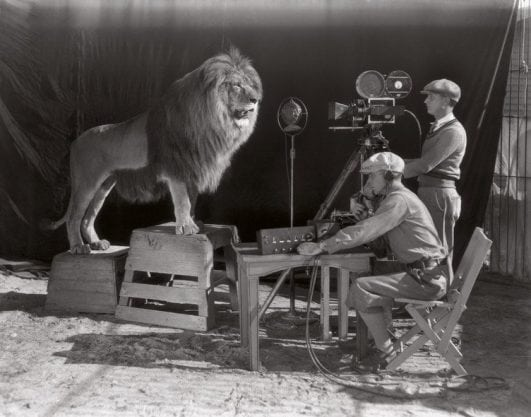 The beginning of the Hollywood era: the filming of the MGM screen credits, 1928.