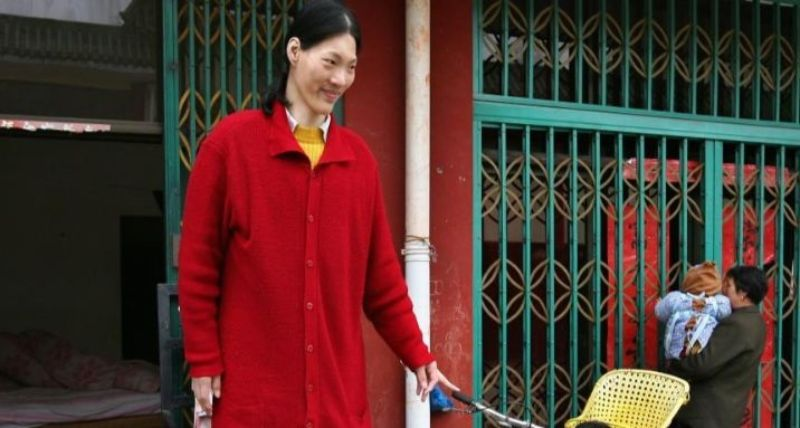 Yao Defen is the Top 10 Tallest Women In The World