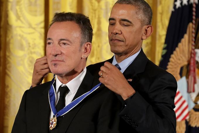 Obama Awards Obama A Medal Memes original photo